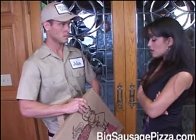 Dona de Casa Gostosa Realizando seu Fetiche com o Entregador de Pizza