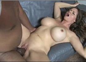 Corno filmando sua Esposa Peituda sendo Arrombada pelo negão