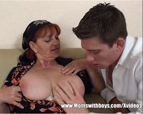 Mamãe Ruiva safada seduziu o próprio Filho que não conseguiu resistir
