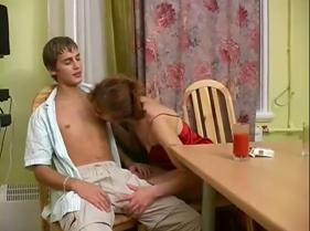 Sobrinho Sortudo Ganhando um Sexo Grátis com a Tia carente que estava afim de dar