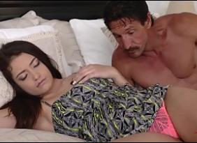 Cunhada Carente terminou caindo na sedução de seu Cunhado que percebeu que ela estava bem fácil