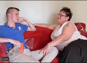 Vídeo Proibido de Vovó gordinha dando a Buceta grande para o Netinho que ficou excitado