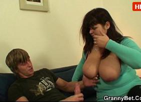 Sexo Casual com Gordinha Peituda Aceitando foder com um novinho que ela sequer conhece