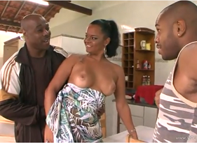 Porno Brasil com Corno Oferendo sua Esposa Safada para quitar de vez a dívida com o seu grande amigo