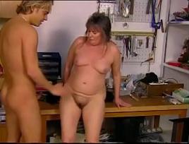 Mecânico comento a sua mãe que veio te perturbar com a sua sedução