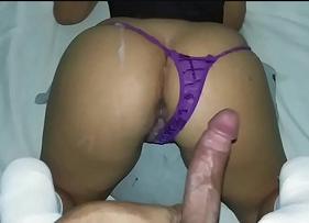 Sexo com Gozada no Rabo Gostoso da madrasta muito puta