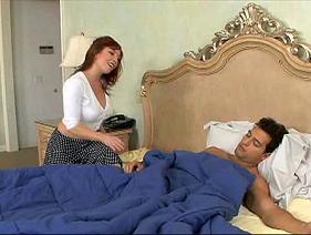 Madrasta Ruiva querendo conhecer o peru do enteado que a sorte de ter uma mulher tesuda dessa afim de ti