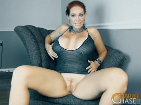 Vídeo Amador de Coroa Gostosona pelada provocando na Webcam com esse belo corpo de dar inveja a muitas