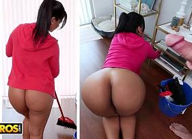 Empregada Gostosa fazendo papel de esposa para agradar o patrão