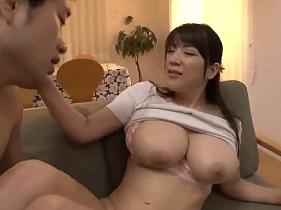 Delícia de Mamãe Japonesa fazendo Incesto com o seu Filho Novinho