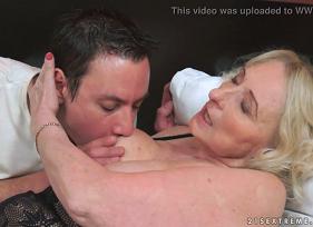 Porno com velha gostosa da sogra que estava precisando de macho