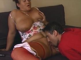 Bucetas de coroas com uma sogra safadona fazendo sexo com o genro