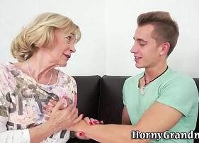 Sexo com idosa que ficou encantada pelo novo namorado da sua filha