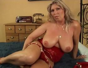 Sexo picante com coroa boa de cama trasando com o marido da irmã