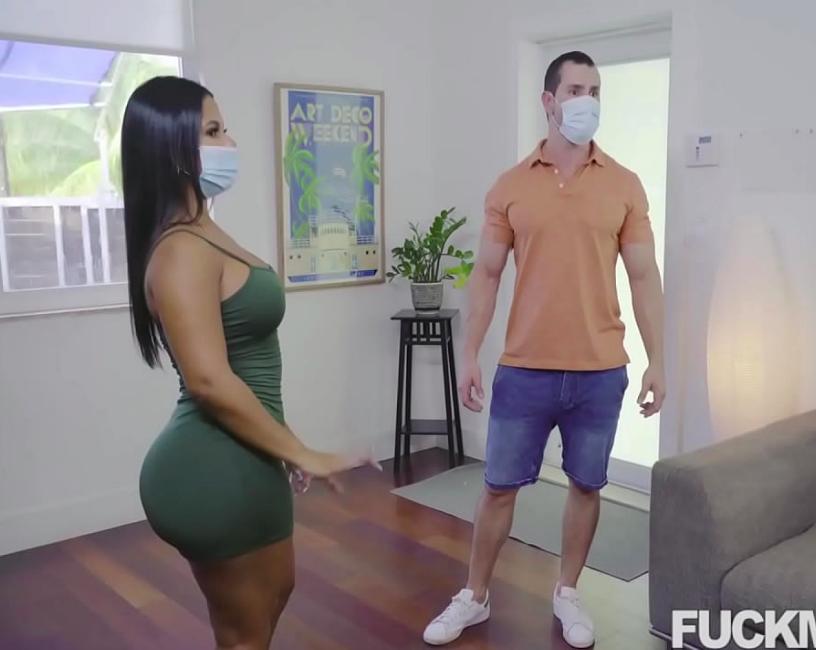 Morena sedutora partiu pra cima de um cara sarado em busca de sexo