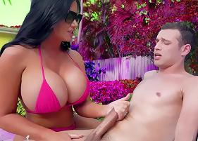 Bangbros porno com uma patroa que deu um presentão a um novinho